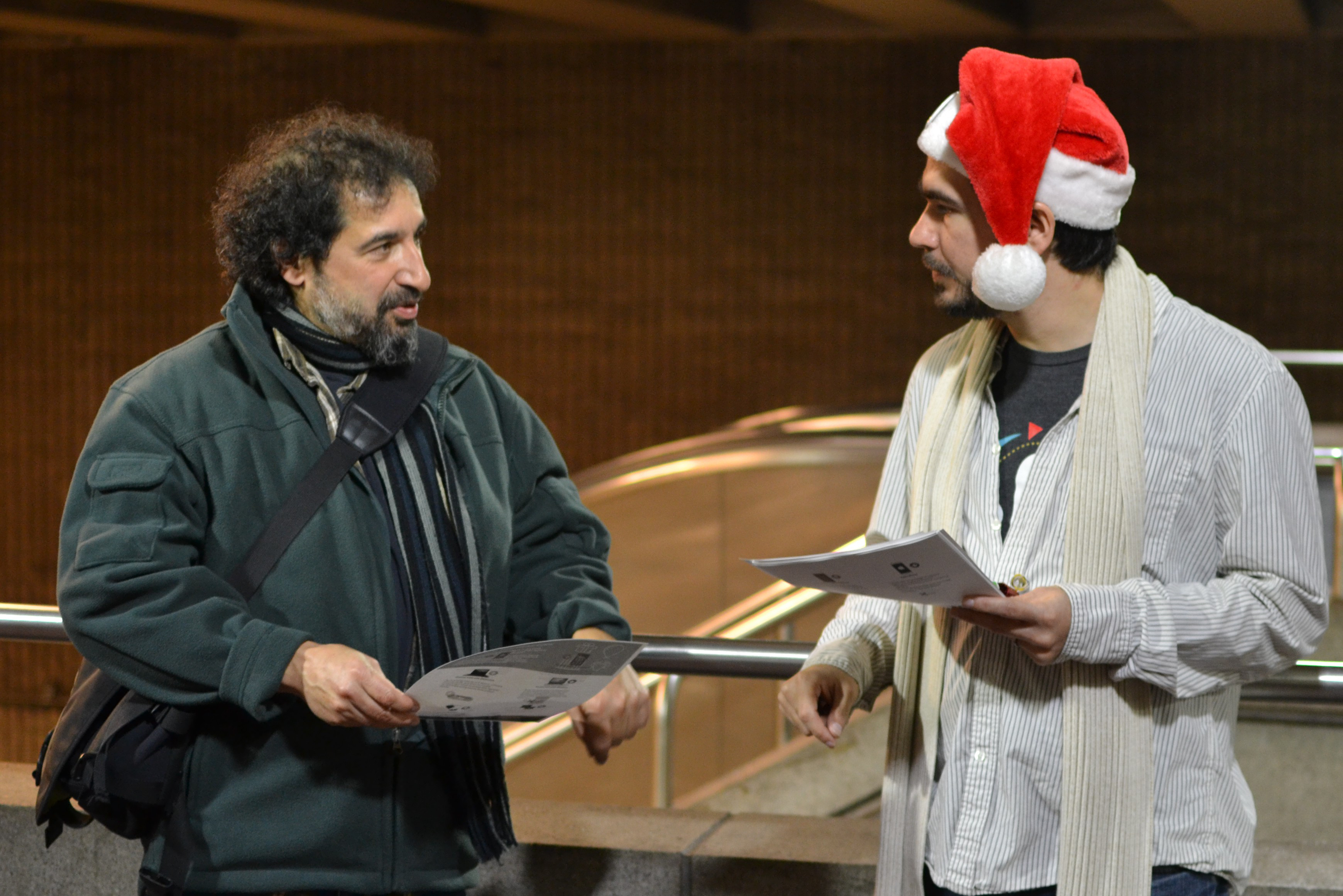 FSF system administrator Ruben Rodriguez chats with a passerby at the FSF's Giving Guide Giveaway in Somerville, MA